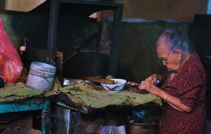 ibu penjual soto sapi captured by Hikari
