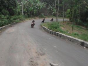 jalan yang berliku-liku