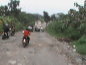 "jalan jelek, difoto dg handycam jd ngeblur gt lah -__-"""