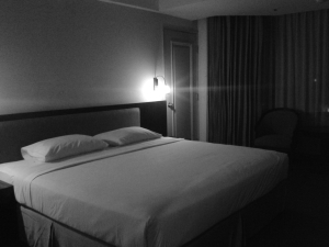 suasana horor di kamar hotel