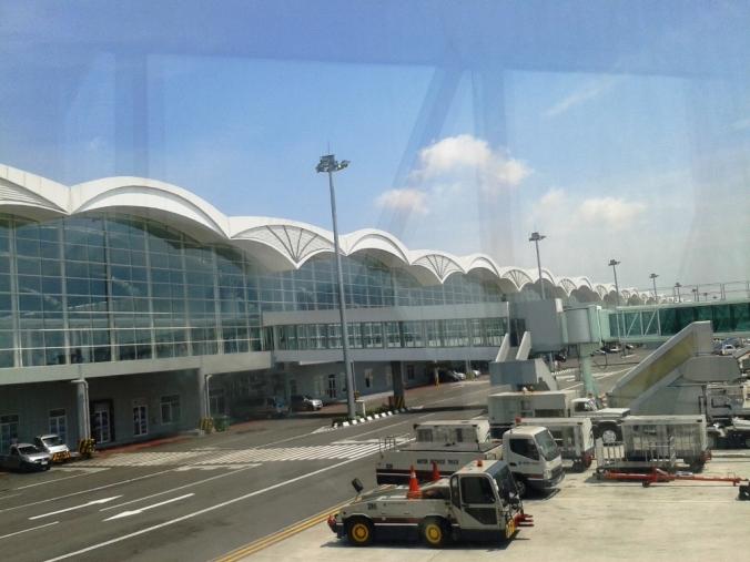 bandara dari balik kaca