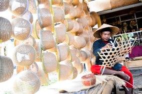 dari bambu gelondongan sampe jadi anyaman