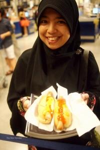 hotdog yang isinya cuman roti+sosis