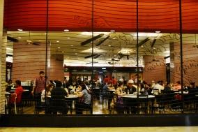 tempat makan yang lumayan rame