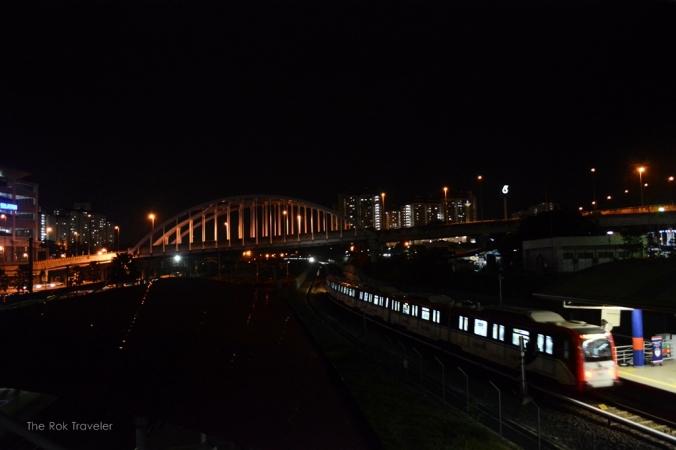 view dari jembatan penghubung BTS dan TBS